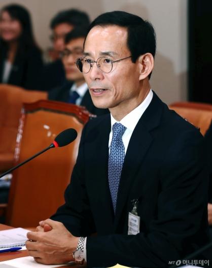 [사진]답변하는 최정호 국토교통부 장관 후보자