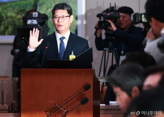 [사진]선서하는 김연철 통일부장관 후보자