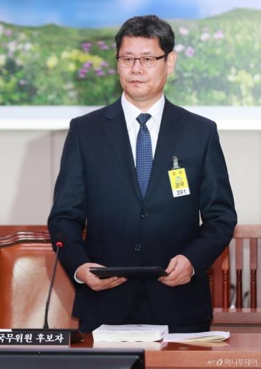 [사진]검증대 선 김연철 통일부장관 후보