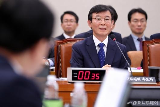 [사진]질의응답하는 문성혁 후보자