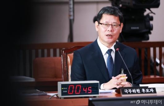 [사진]답변하는 김연철 통일부 장관 후보자