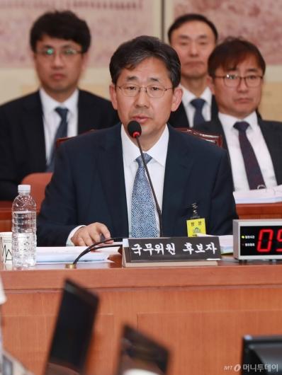 [사진]답변하는 박양우 문체부장관 후보자