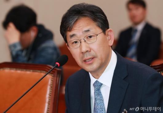 [사진]답변하는 박양우 문화체육관광부 장관 후보자