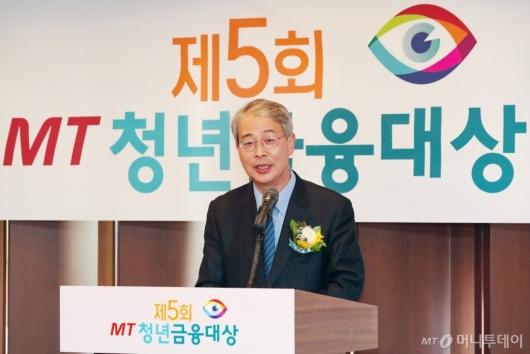 [사진]'MT 청년금융대상' 심사평하는 임종룡 전 금융위원장