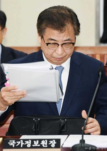 [사진]국회 정보위 출석한 서훈 원장