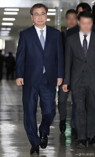[사진]정보위 출석하는 서훈 국정원장