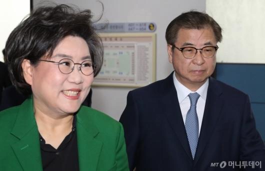 [사진]정보위 출석하는 이혜훈 위원장-서훈 국정원장