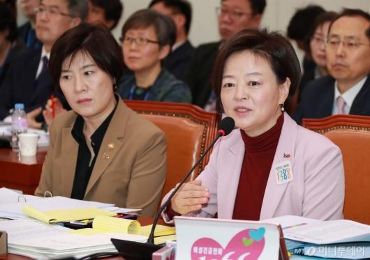 [사진]답변하는 진선미 여가부 장관