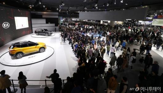 [사진]주말 인파 몰린 서울 모터쇼