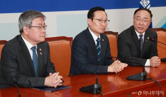 [사진]국회 찾은 홍남기-이재갑...최저임금법-근로기준법 조속 통과 촉구