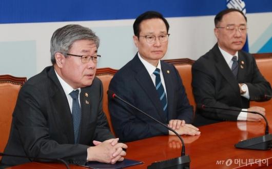 [사진]최저임금법-근로기준법 조속 통과 촉구하는 이재갑 노동부 장관