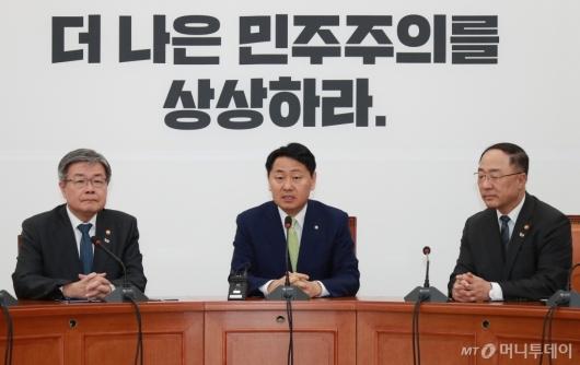 [사진]비른미래당 찾은 홍남기-이재갑 장관...최저임금법 등 통과 촉구