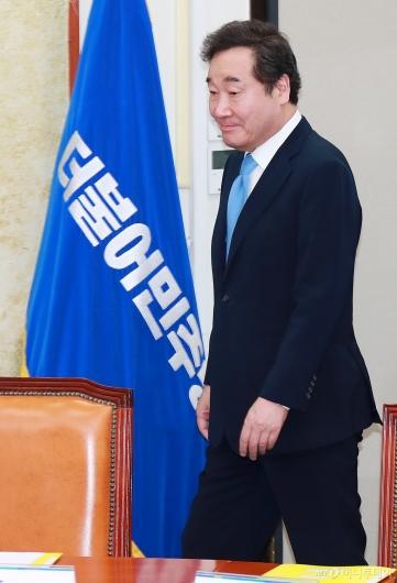 [사진]고위당정청 참석하는 이낙연 총리