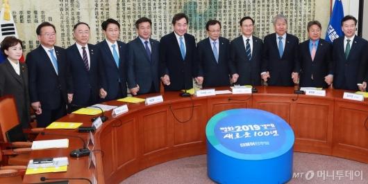 [사진]고위당정청 개최...추경편성-포항지진특별법 논의