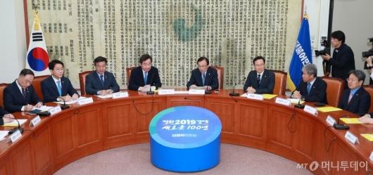 [사진]고위당정청 개최...추경편성-탄력근로제 등 논의