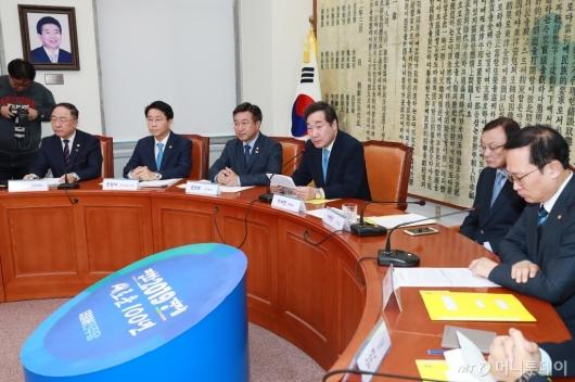 [사진]고위당정청 개최...추경예산편성 등 논의