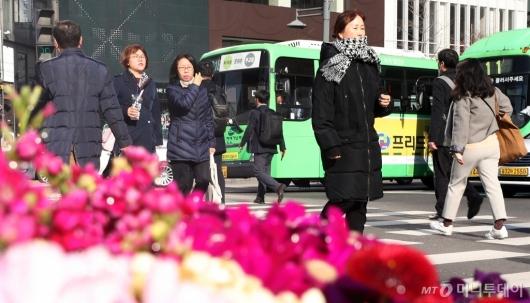 [사진]꽃샘추위 속 출근길
