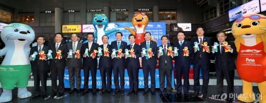 [사진]2019 광주FINA세계수영선수권대회 D-100 마스코트 조형물 제막