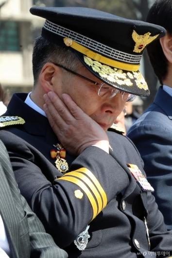 [사진]슬픔에 잠긴 경찰청장