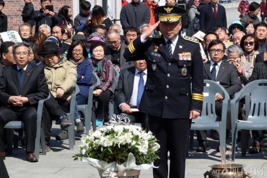 [사진]제주 4·3 희생자 애도하는 민갑룡 경찰청장