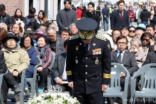 [사진]민갑룡 경찰청장, 제주 4·3 희생자 애도
