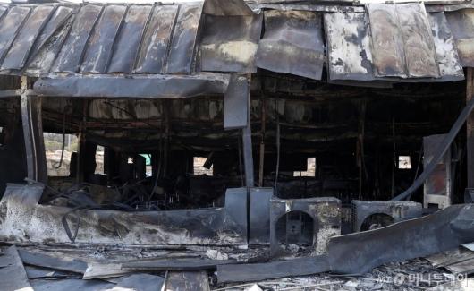 [사진]산불에 타버린 창고