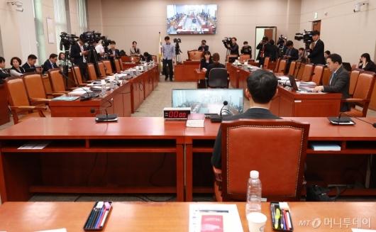 [사진]문형배 헌법재판관 후보자 인사청문회...여·야 갈등으로 정회