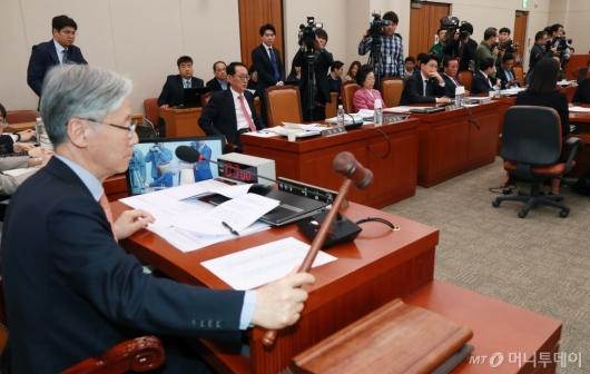[사진]정회되는 문형배 헌법재판관 후보자 인사청문회