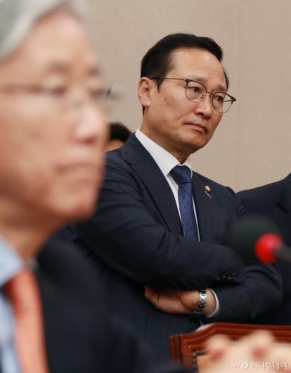 [사진]문형배 인사청문회장 찾은 홍영표 원내대표