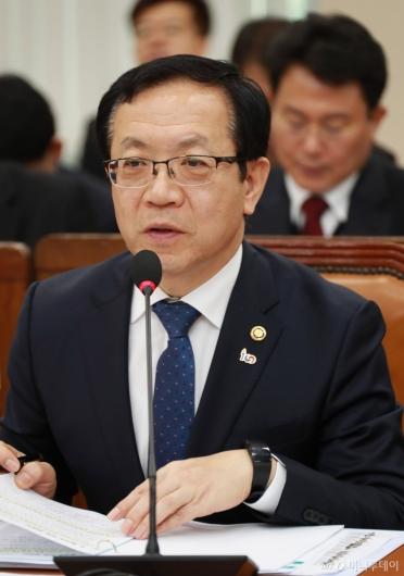 [사진]행안위 출석한 정문호 소방청장