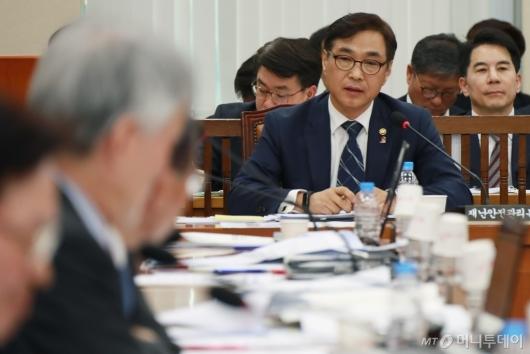 [사진]행안위 출석한 류희인 재난안전관리본부장