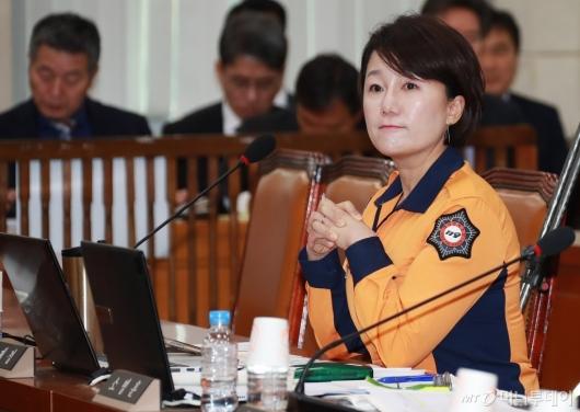 [사진]소방복 입은 이재정 민주당 의원