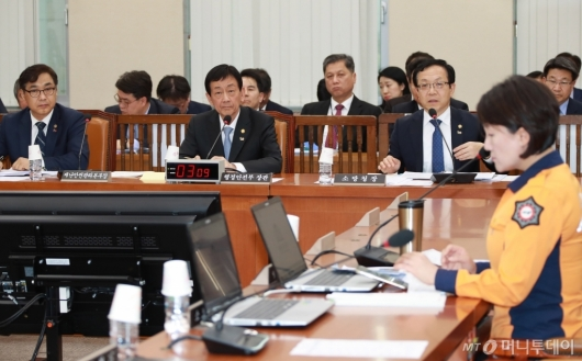 [사진]행정안전위원회 전체회의
