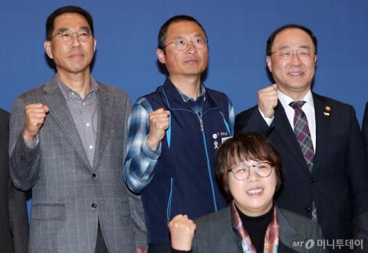 [사진]홍남기, 양대노총 위원장 첫 대면