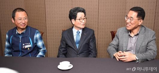 [사진]양대노총 위원장 만난 이목희 부위원장