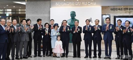 [사진]홍진 임시의정원 의장 흉상 제막식 개최