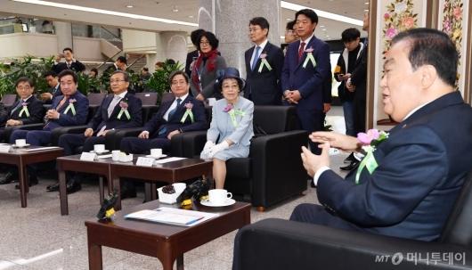 [사진]환담하는 임시의정원 개원 100주년 기념식 주요내빈들