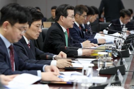 [사진]가계부채 관리 점검회의 모두발언하는 김용범 금융위 부위원장