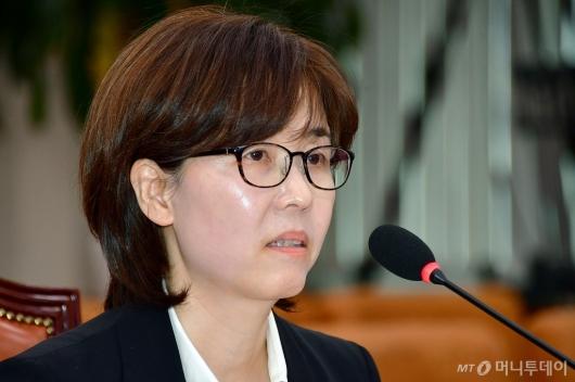 [사진]답변하는 이미선 헌법재판관 후보자