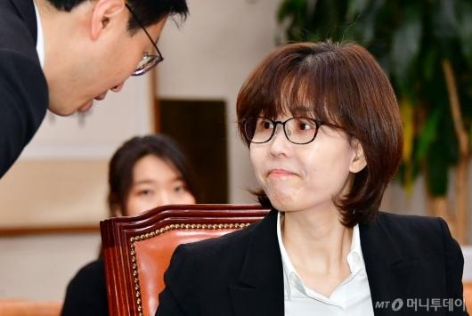 [사진]대화하는 이미선 헌법재판관 후보자
