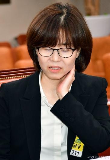 [사진]난감한 표정의 이미선 헌법재판관 후보자