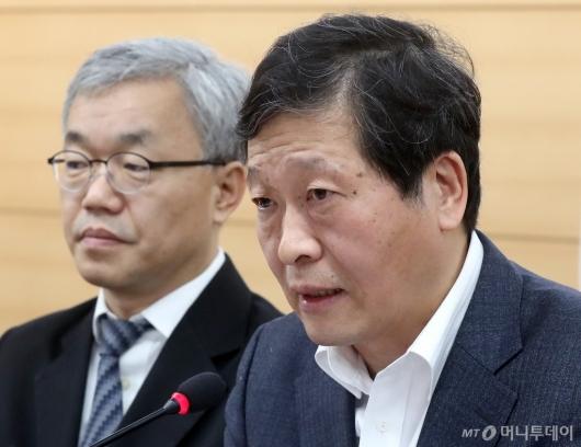 [사진]발표하는 박수근 위원장