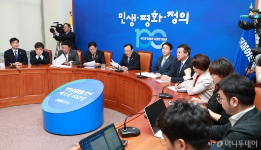 [사진]이해찬 민주당 대표 정례 기자간담회