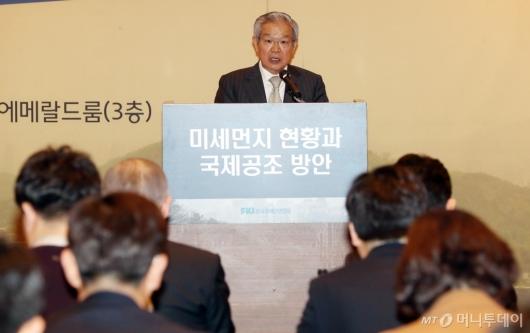 [사진]개회사하는 권태신 부회장