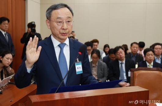 [사진]KT 아현지사 화재 청문회 증인 출석한 황창규 회장