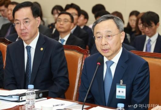 [사진]황창규, KT 화재원인 규명 청문회 출석