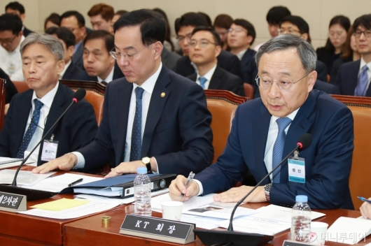 [사진]KT 화재원인 규명 청문회 출석한 황창규 회장