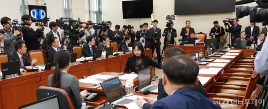 [사진]자한당 불참으로 지연된 KT 화재원인 규명 청문회