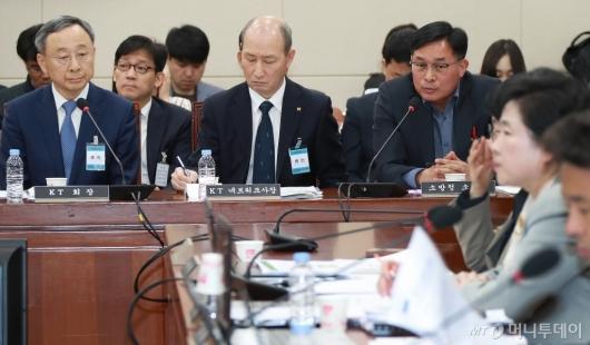 [사진]답변하는 윤영재 소방령 'KT, 소방청 조사 요청 일부 누락'
