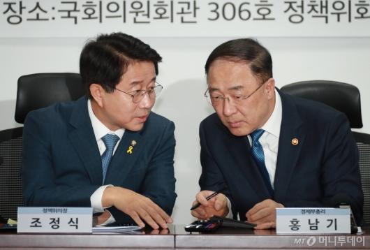 [사진]논의하는 조정식 정책위의장-홍남기 경제부총리